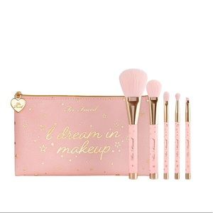NEW Too Faced Christmas Dreams Brush Set
